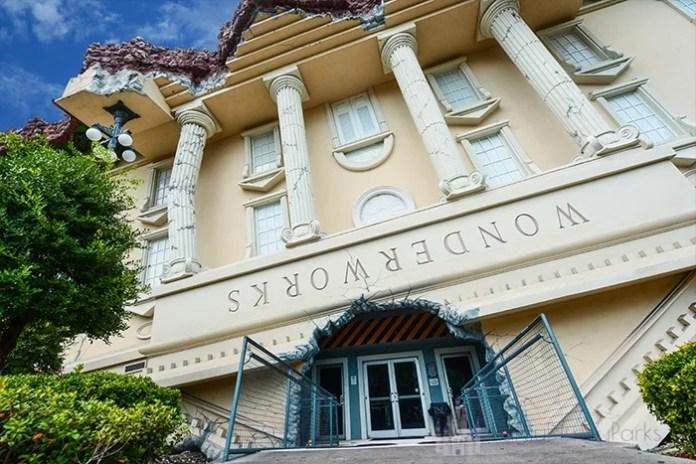 A casa interativa WonderWorks é um dos destaques de Orlando