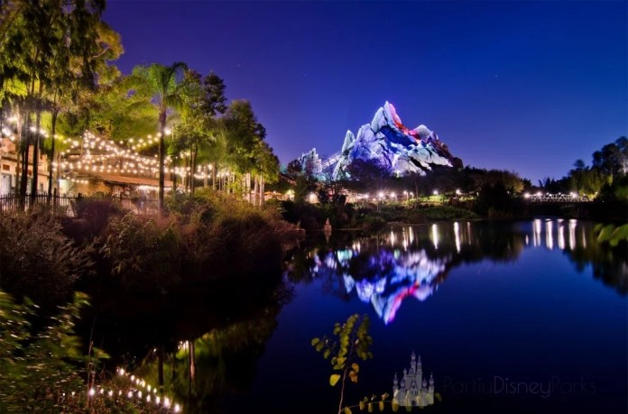 Expedition Everest a noite