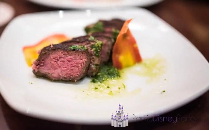 tiffins-restaurant-animal-kingdom-walt-disney-world-carne