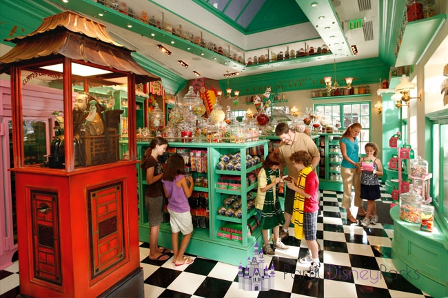 Honeydukes-Hogsmeade-Harry-Potter
