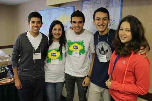 Yasmym com os outros intercambistas em Chicago nos EUA
