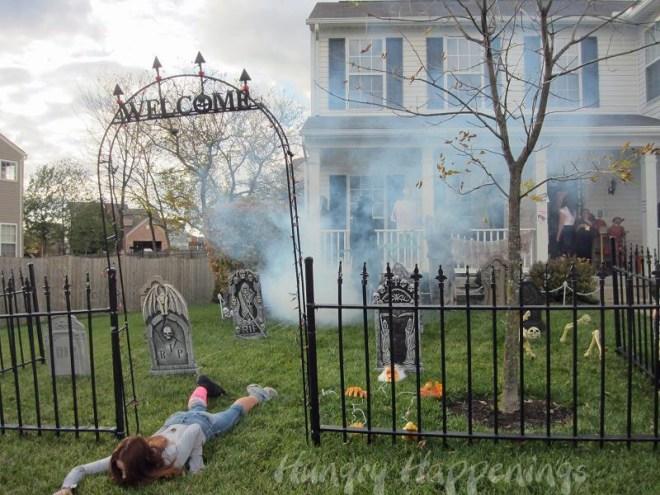 Imagem via: http://4li.co/wp-content/uploads/2013/08/Outdoor-Halloween-Decoration-Ideas-05.jpg