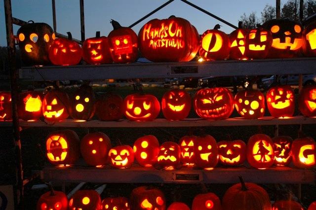 Imagem via: http://doorcountylodging.com/wp-content/uploads/2012/10/jack-o-lantern-days.jpeg