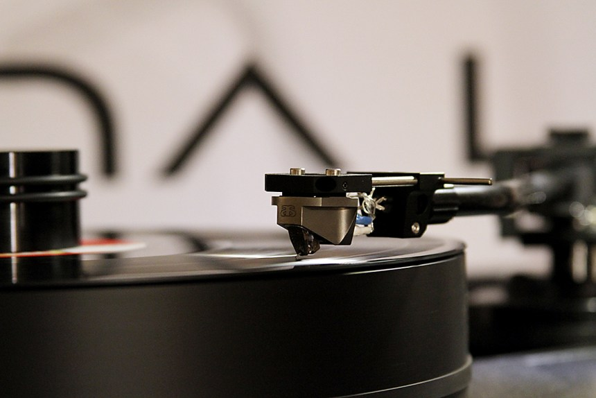 Archon MC phono cartridge