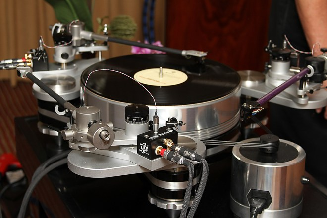 VPi Avenger Magnetic Drive turntable