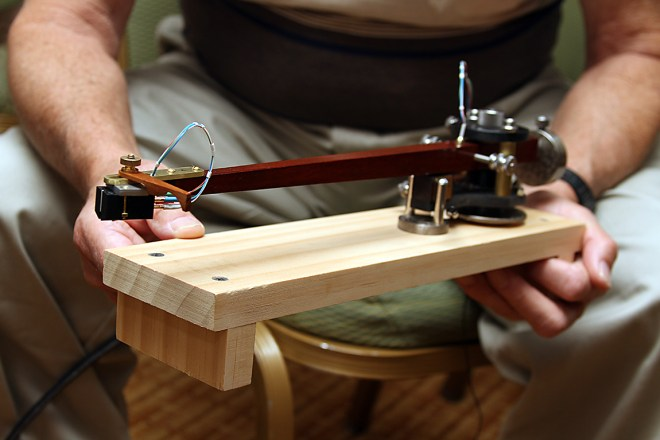 Pete Riggle shows off his Woody tonearm in Denver