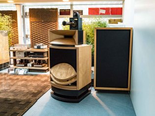 High-End-Living-Voice-01818