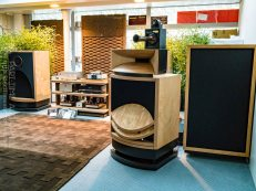 High-End-Living-Voice-01819