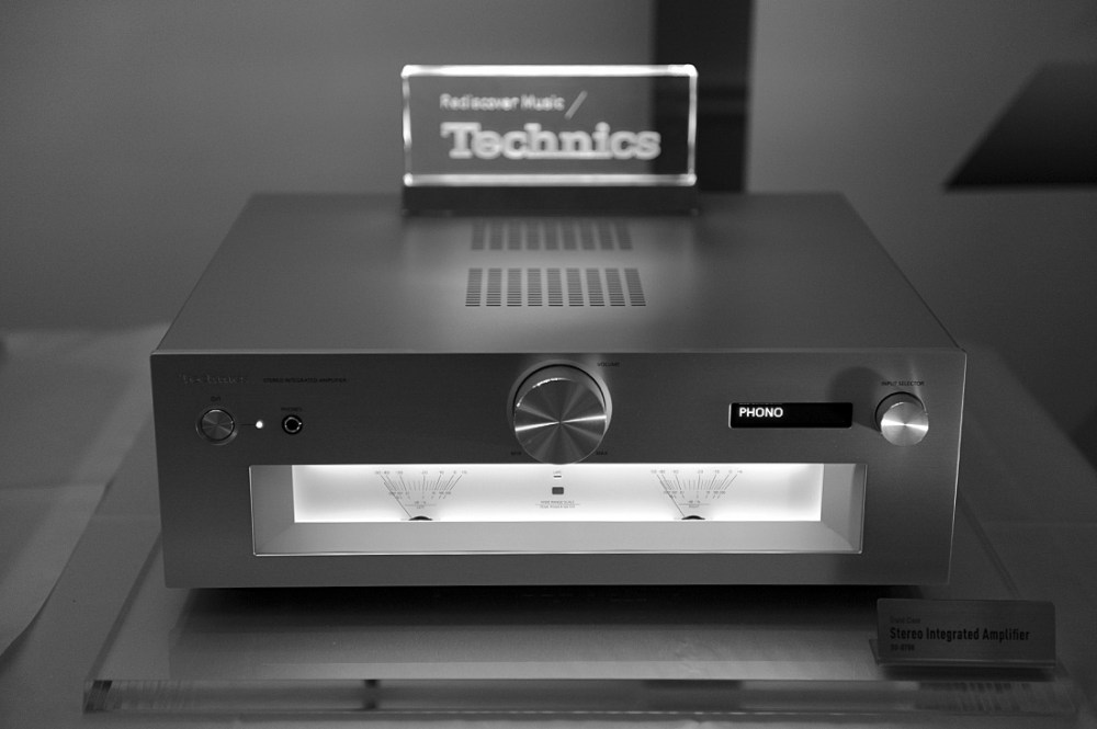 technics-g700-bw