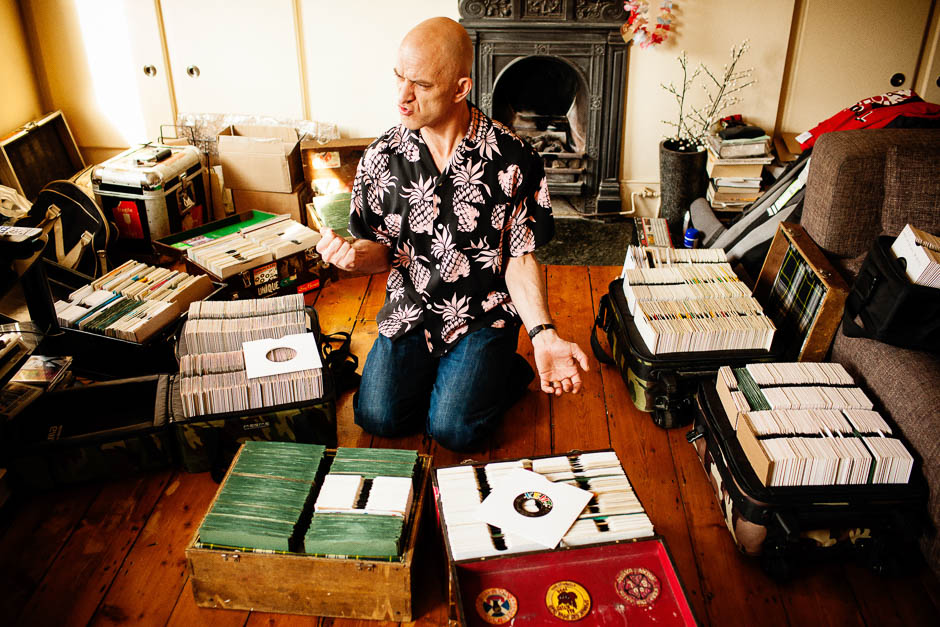 The Legendary Keb Darge, London, UK Dust & Grooves is a photo and interview project documenting vinyl collectors in their most intimate environment: their record room. www.dustandgrooves.com (C) All Rights Reserved to Eilon Paz & Dust & Grooves. visit our Kickstarter at: http://kck.st/PkKM4V