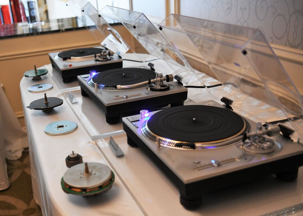 CES 2019: Technics SL-1500 and SL-1200MK7 | First Listen