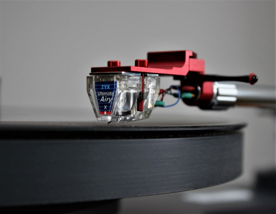 The ZYX Ultimate Airy X moving-coil cartridge.