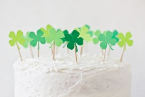 DIY-Shamrock-Cake-Toppers