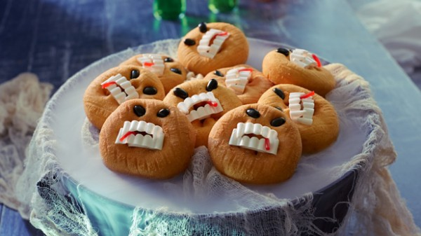 halloween-treats-for-kids-toothsome-terror-doughnuts