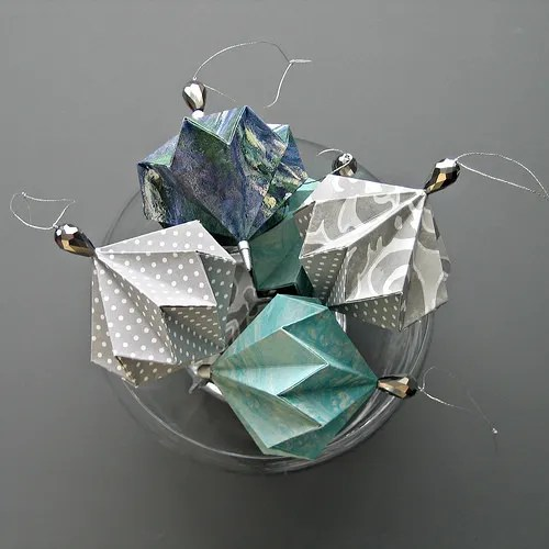 Diy origami ornaments make beautiful christmas party decorations party ideas - Decoration noel origami ...