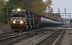 energy-trains-move-oil-north-dakota-bakken_61817_600x450