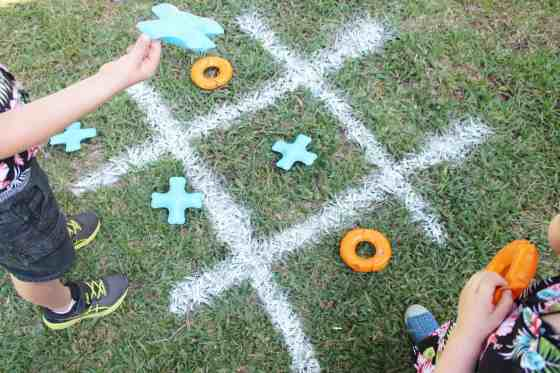 tic tac toe game using spray chalk