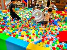Colourful-Giant-Ball-Pit-for-Rent