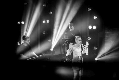 Víťazka Demovnice Katka Máliková, jazzman Peter Lipa a Emma Drobná sa stretnú v relácii 3 pódiá!