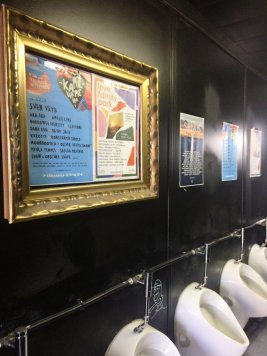 Neue Toiletten hinter der Hafenbar.