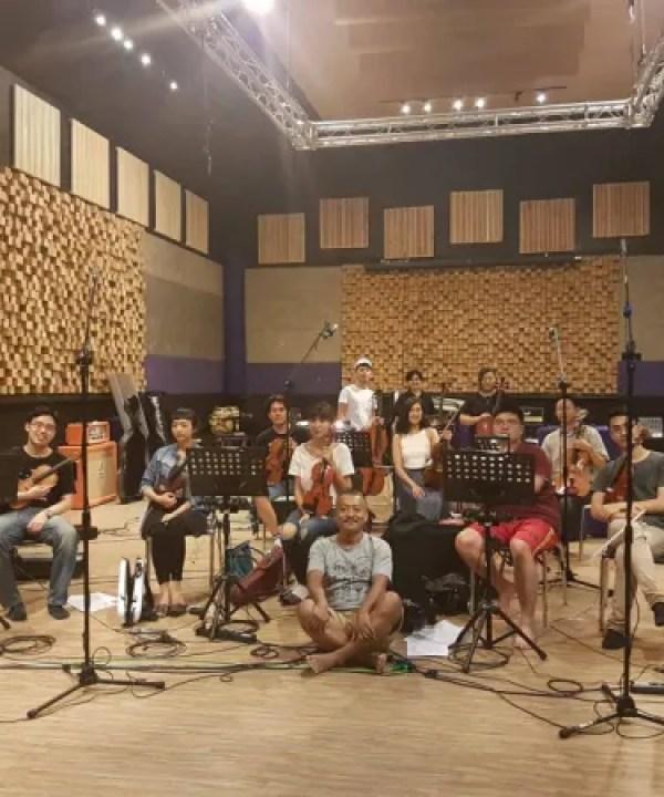 謝銘祐老師與弦樂團合作錄製新專輯《舊年》