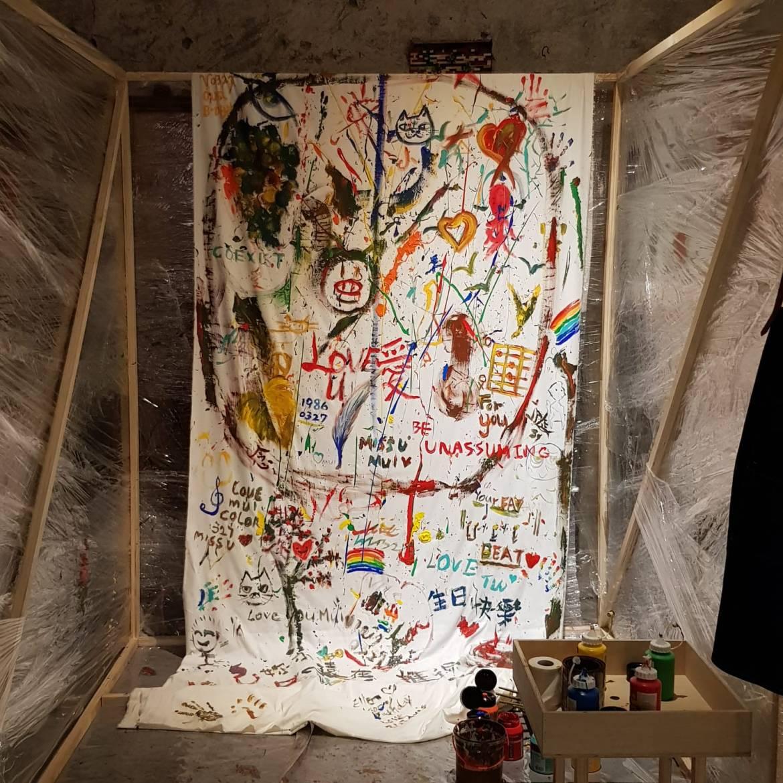 盧凱彤左手作畫、余靜萍右手拍照 對話交織出彼此光芒