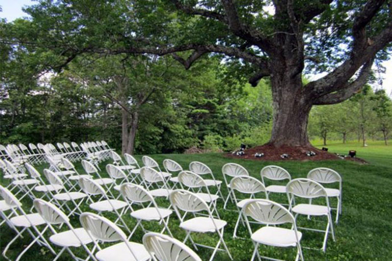 Wedding Chairs rentals by Party Time Tent Rentals | www.partytimetentrentals.ca