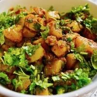 आलू की सूखी सब्जी बनाने की विधि/ तरीका हिन्दी में Sukhe Aloo Ki Sabzi Recipe/ Vidhi in Hindi