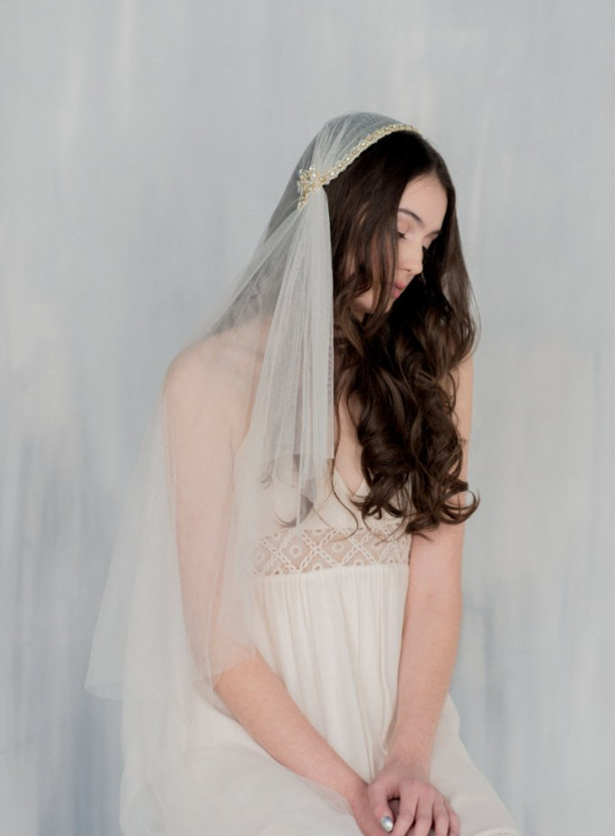 Leonore_One Tier Hip Length Bridal Veil with Lace Edge and Swarovski Crystals