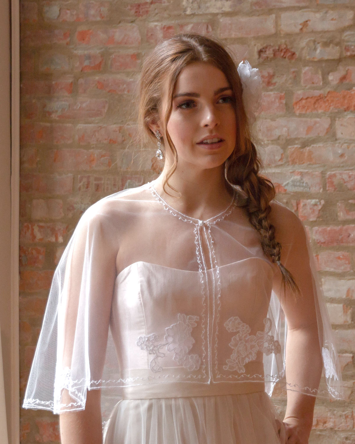 Anne_Stylish Bridal Capelet Bolero in Tulle with Lace Appliqués