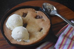 Choco Chunk Skillet Cookie with Icecream