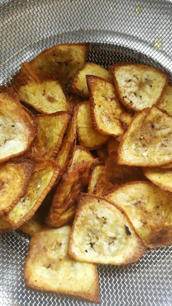 Air fried Banana Chips - Parveenskitchen.com