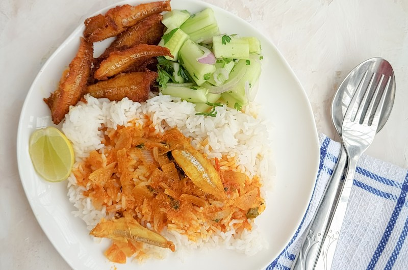 Nethili meen kuzhambu    Anchovies curry