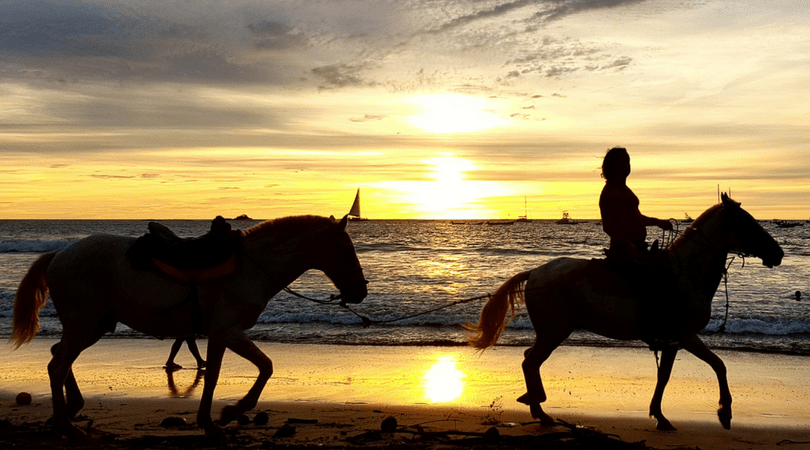 Un atardecer en playa Langosta, Tamarindo