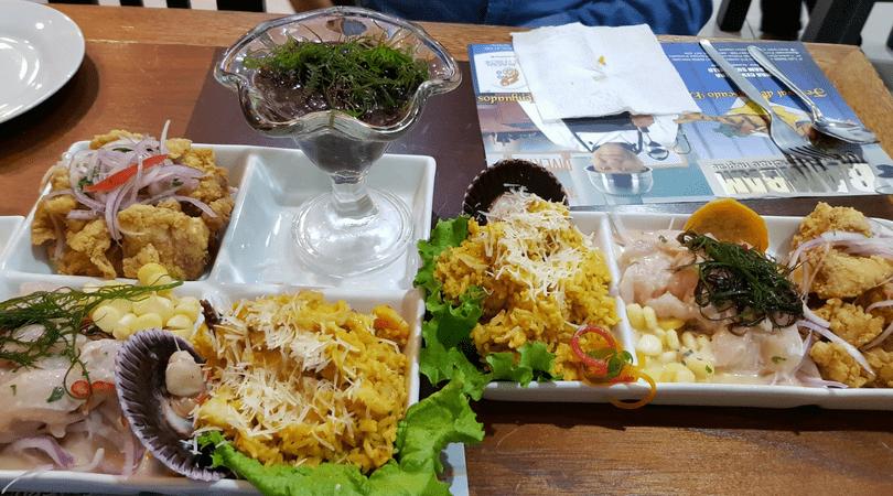 Almorzando en la cevichería de Bam Bamen Surquillo (ojo que los platos son enormes)