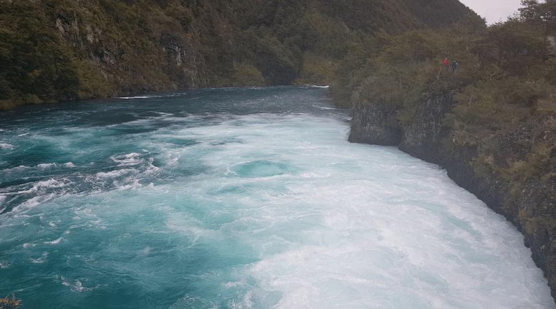 El color del agua impresiona - Saltos de Petrohué