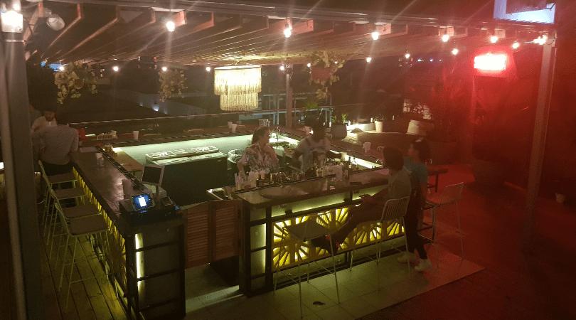 Otra vista del bar del rooftop