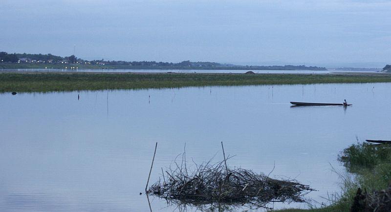 Čia - Tailandas, kaip mes jį pirmą kartą pamatėme nuo kito Mekongo kranto Vientiane.