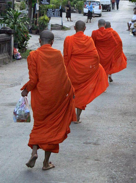 Dauguma vienuolių - vos per dešimt metų perkopę vaikai.
