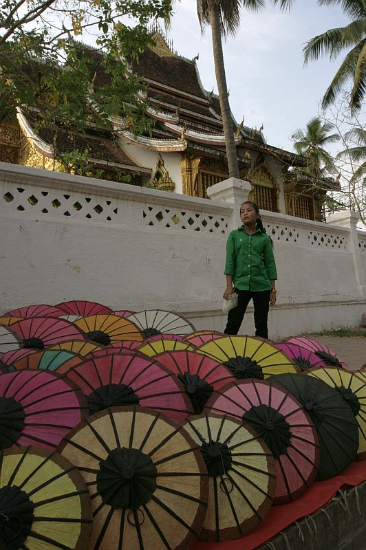 Turgaus kampelis. Senasis Lao pavadinimas - Tūkstančio dramblių ir skėčio šalis. Dramblių dar nematėme, bet skėčių - kiek nori.