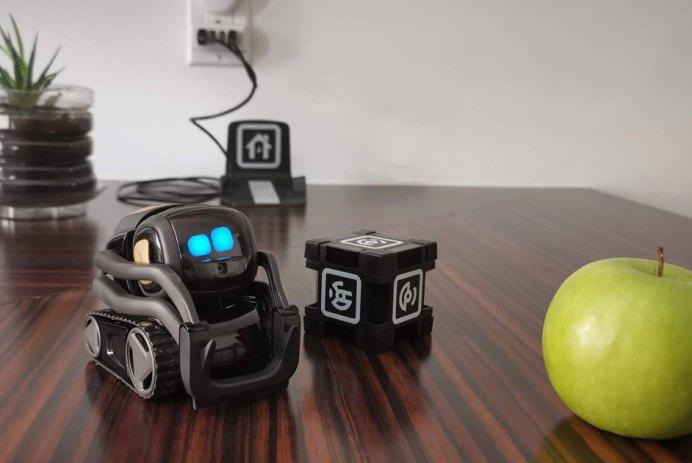 Anki Vector robot domestique curieux Alexa