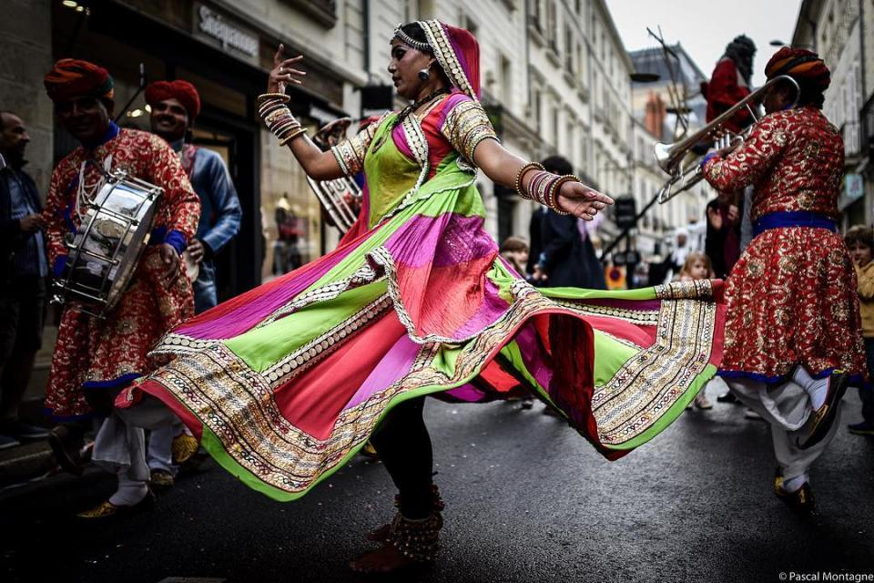 #India #dance #carnaval #dress #traditional #joy #turn #colorful #color #jewel #music #picoftheday #instadaily #instagood #barefoot