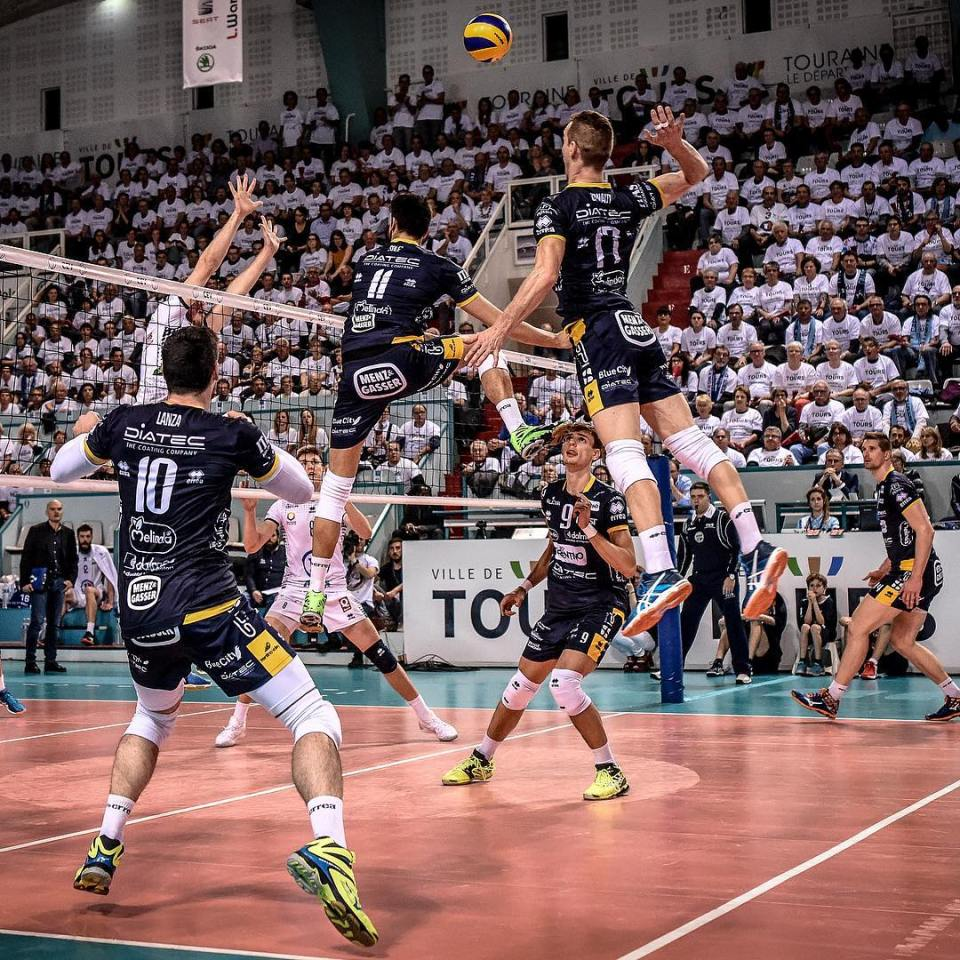 #sport #competition #sports #volleyball #volley #europe #europacup #europa #cev #trentino #tours #crowd #picoftheday #instagood #instadaily #dailypic