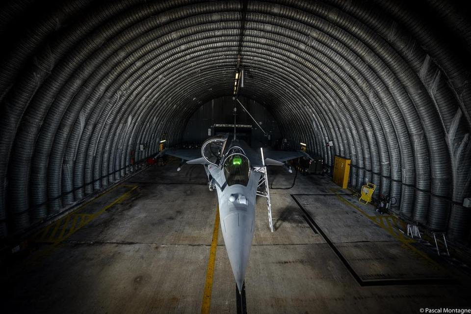 Dassault Rafale jet fighter in a safe cell. #airplane #airforce #planes #aviation #aviationlovers #mirage #dassault #rafale #military #afterburner #avgeek #jetfighter #instagood #dailypic #pictureoftheday