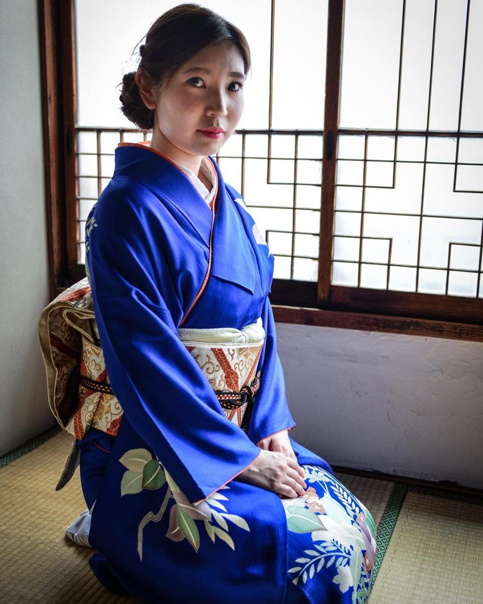 Japanese girl wearing a traditional kimono. Tokyo, 2015 #travel #japan #japanese #japanesegirl #girl #women #kimono #tokyo #kimonostyle #tradition #picoftheday #instagood #dailypic #instadaily