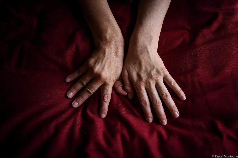 New project in progress: relation to the body. #body #bodypositive #bodyart #beauty #shadows #hands #hands #muscle #women #dailypic #picoftheday #instagood #instalike