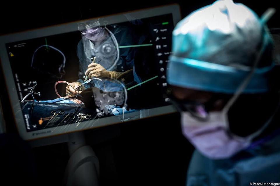 Brain surgery with digital assistance. In the screen reflection, the surgeon looks his work. #surgery #surgeon #tools #digital #digitaltools #digitalassistant #assistance #medical #reflection #shadow #scalpel #france #medecine #hospital #brain #brainsurgery #doctor #dailypic #picoftheday #picoftheday #instagood #instadaily