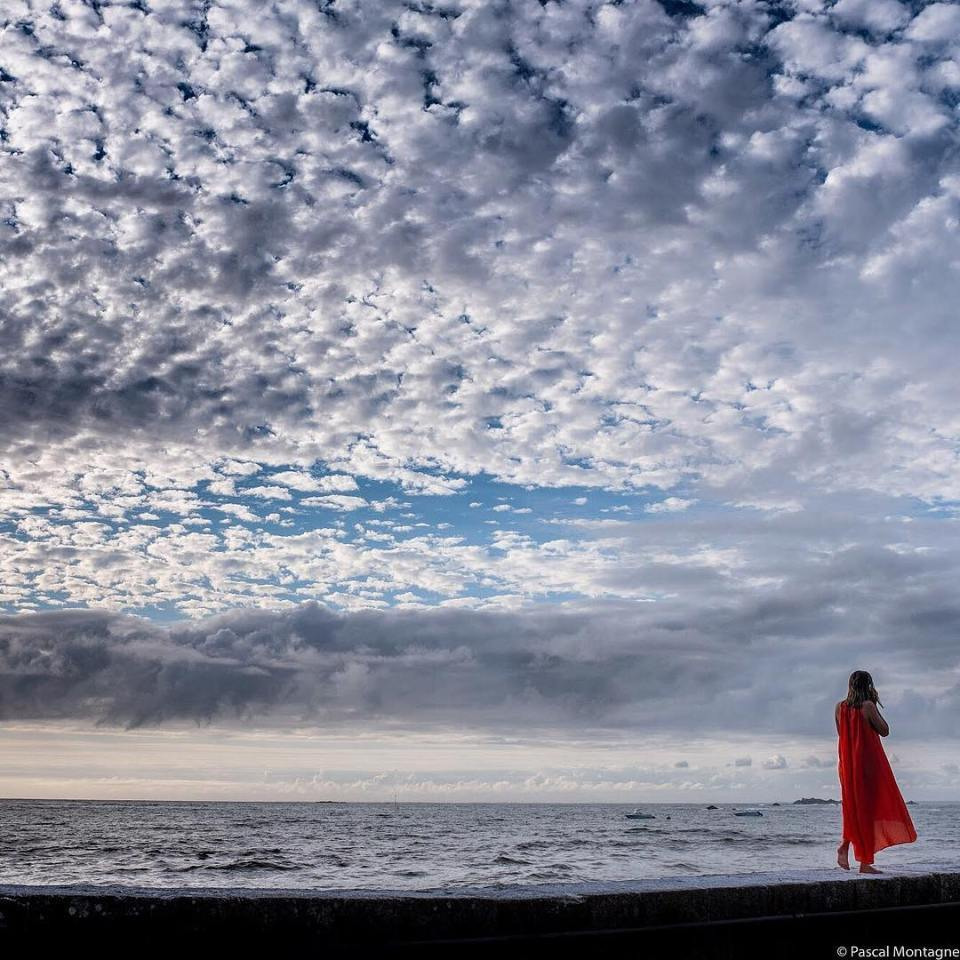 Yesterday evening, a lonely girl walks on the wharf. Brittany, France. #brittany #france #bretagne #bretagnetourisme #sky #clouds #lonely #girl #dress #orange #wharf #water #waves #atlanticocean #dailypic #instalike #instagood #seashore #instadaily @bretagnetourisme @igersbretagne @quiberon_kiberen @beautifulbretagne
