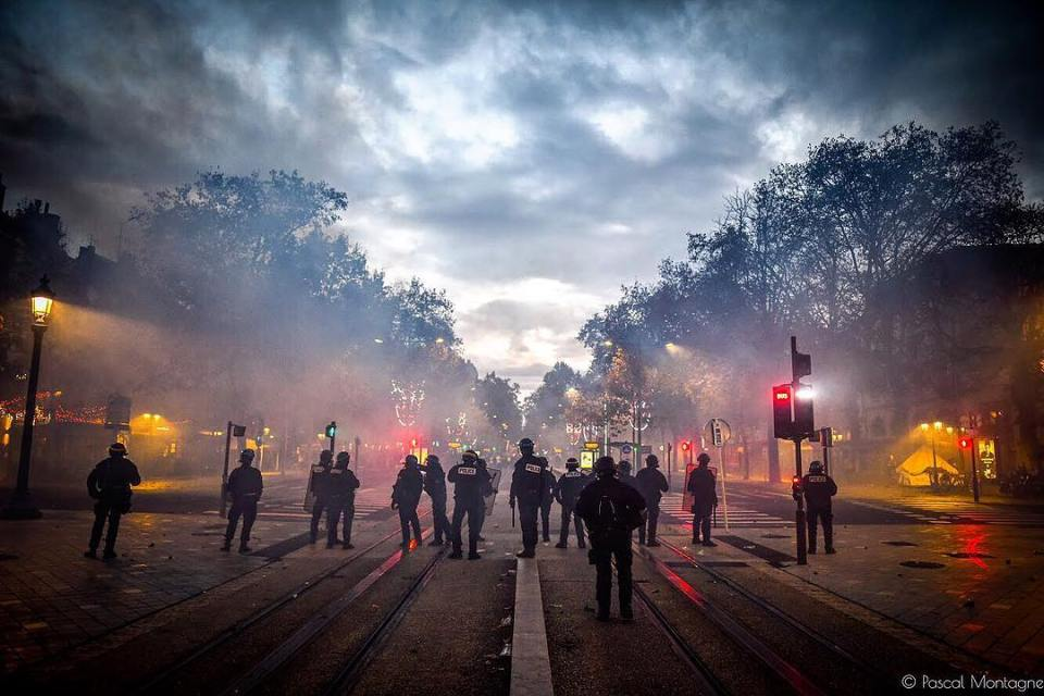 Quiet time during french riots. Yellow jackets demonstration. Pascal Montagne for @37degres and @studiohanslucas . #france #giletsjaunes #manifestation #demonstration #police #riot #riotpolice #colorful #fight #sky #clouds #instalike #street #streetphotography #instadaily #daily #tear #gas #violence @sigmafrance @villedetours @igerstours @studiohanslucas @hl_grand_ouest