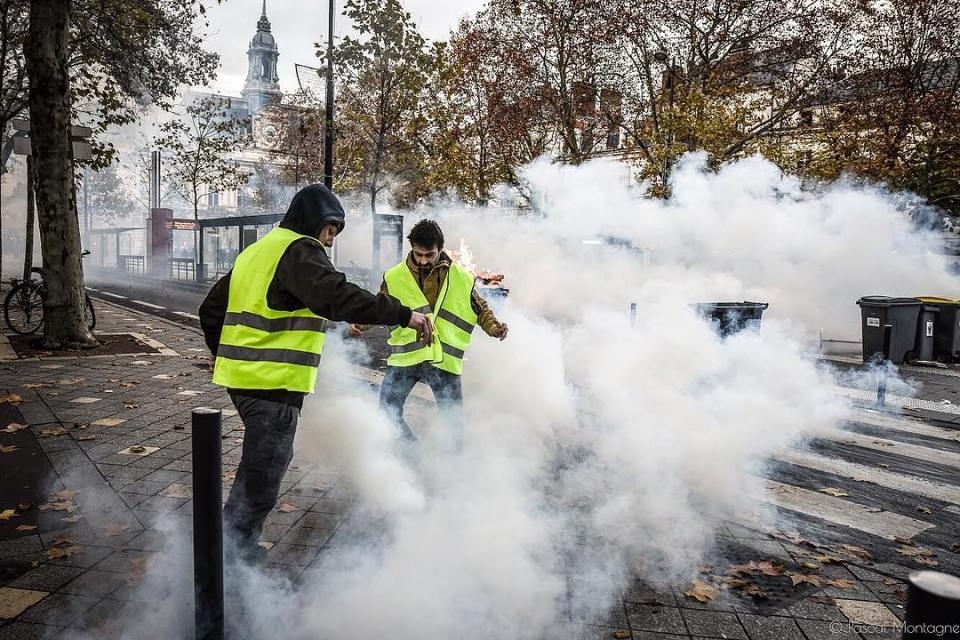 Yellow jackets demonstration. Two yellow jackets try to send back tear gas on the police side. Pascal Montagne for @37degres . #france #giletsjaunes #yellow #rebels #revolution #demonstration #riots #police #teargas #street #violence #manifestation #tours #instalike #instagood #dailypic #instadaily @sigmafrance